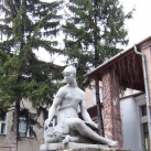 Festő nőalak (Festőlány) szobra