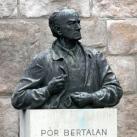 Pór Bertalan-mellszobor