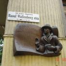 Raoul Wallenberg domborműves emlék- és utcatábla