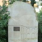 Arany János emlékköve