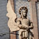 A kőbányai Szent László-templom díszítő szobrai