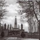 Szovjet hősi temető szobrai