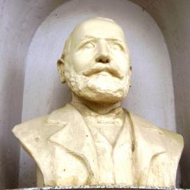 Dr. Szekeres József mellszobra