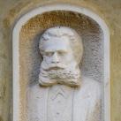 Deininger Imre portrédomborműve