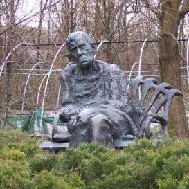 Czóbel Béla szobra