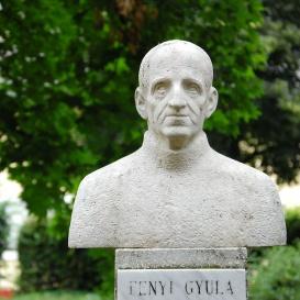 Fényi Gyula szobra