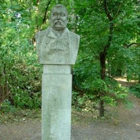 Mikszáth Kálmán mellszobra