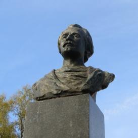 Mihai Eminescu-mellszobor