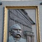 Deák Ferenc domborműves emléktáblája