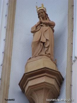 A volt angolkisasszonyok templomának szobordíszei