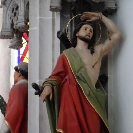 A szentély gótikus pillérein álló szobrok 2.
