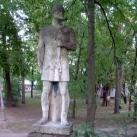 Íjas vitéz-szobor