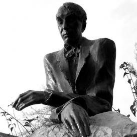 Kosztolányi Dezső-szobor