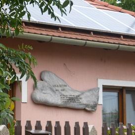 Baka István emléktáblája