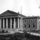 A Műcsarnok épületének díszítményei