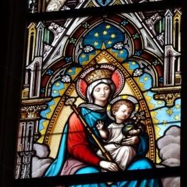 Bubics Zsigmond püspök adomány ablakai az Úrvacsora oltárnál