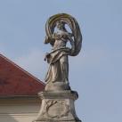 Érseki vadászkastély szobordíszei