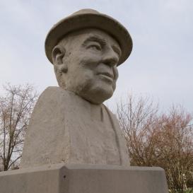 Varga Béla mellszobra