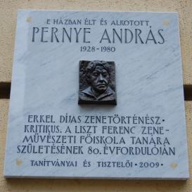 Pernye András domborműves emléktáblája