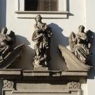 Szent Anna-templom épületdíszítő szobrai