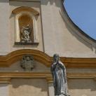 Urunk mennybemenetele templom szobordíszei
