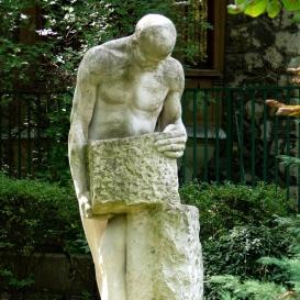Építőmunkás-szobor