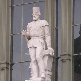 Keleti pályaudvar homlokzati díszítő szobrai