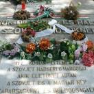 Szovjet hősi emlékmű és katonasír