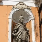 Szent István (az Apátúr-ház épületszobrai I.)