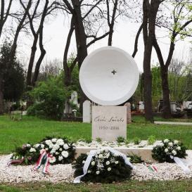 Csoóri Sándor síremléke