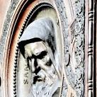 A Szent István-bazilika főkapujának domborművei