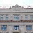 Díszítő domborművek az egykori Kolozsvári Takarékpénztár és Hitelbank épületén