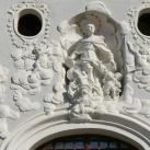 Ferences templom díszítő szobrai és domborműve