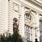 A volt Magyar Királyi Tiszti Kaszinó szobordíszei
