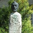 Walla József-szobor