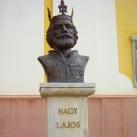 Nagy Lajos király szobra
