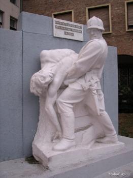 A tűzoltók hősi emléke