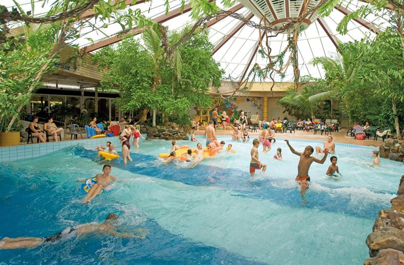Vakantiepark Met Subtropisch Zwemparadijs