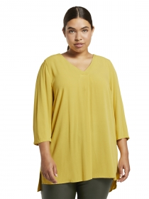 blouse with pleat