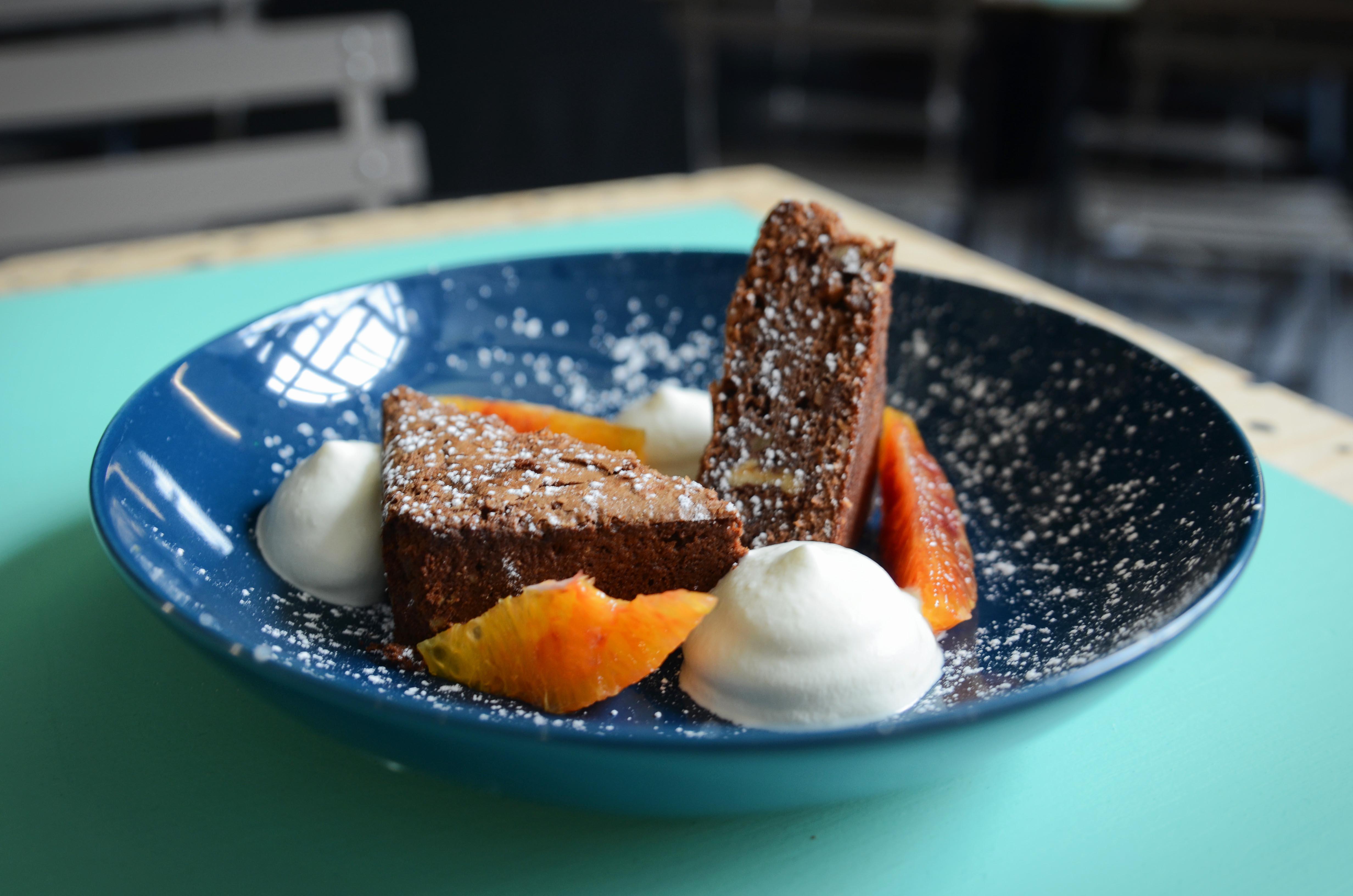 Brownie choco  supremes d orange et chantilly basilic