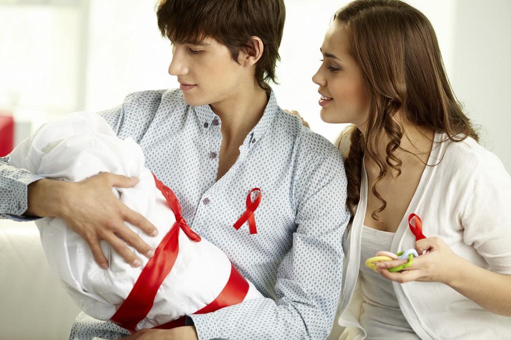 Младенцы менее подвержены передаче ВИЧ в пренатальный период, если их отцы поддерживают мать до родов - изображение 1