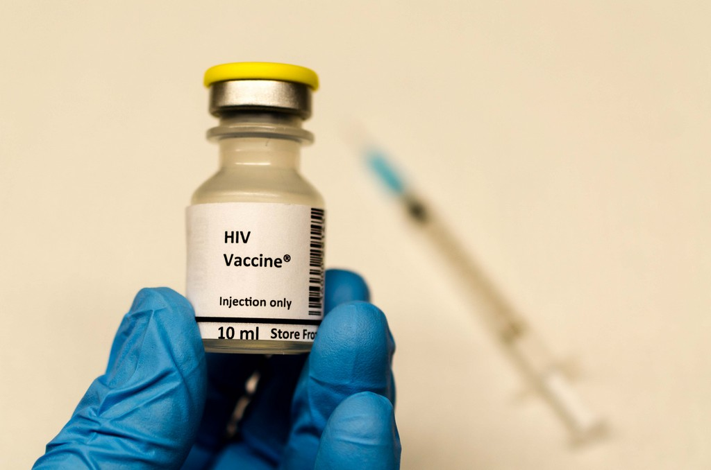 Scientists create a vaccine that neutralizes dozens of HIV strains - photo 1