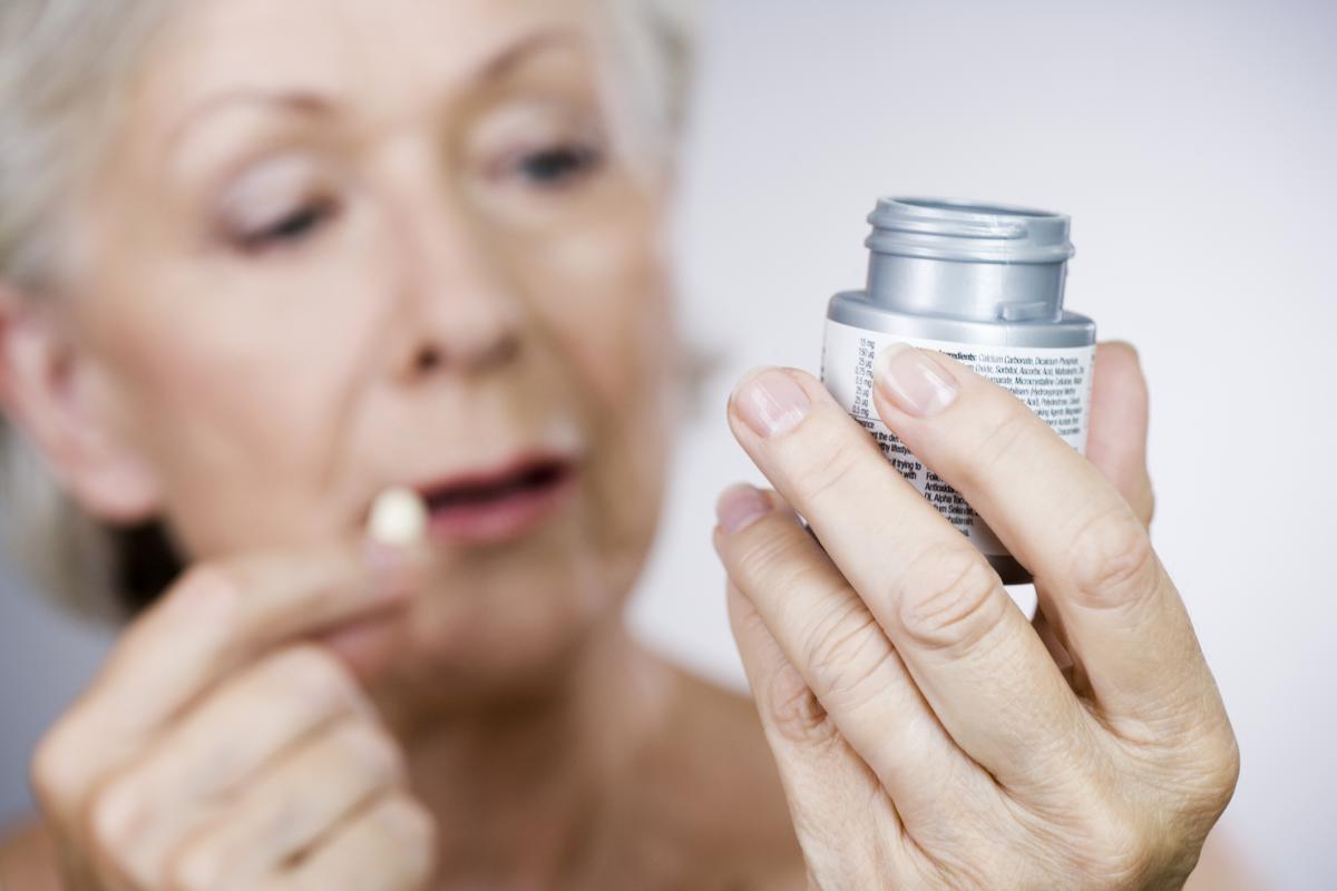 Свыше половины пожилых ЛЖВ сталкиваются с риском взаимодействия АРВТ и других препаратов - изображение 1