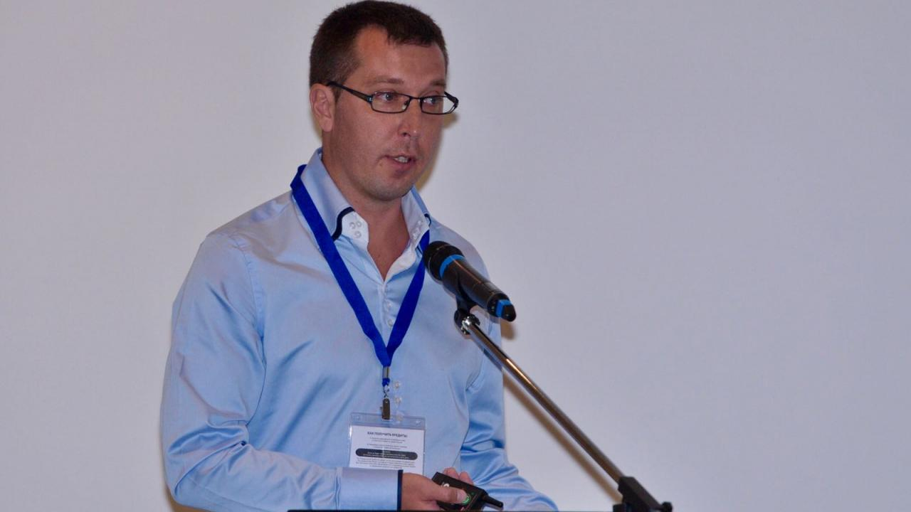 Alex Schneider spoke about the development of modern electronic systems for HIV-positive people