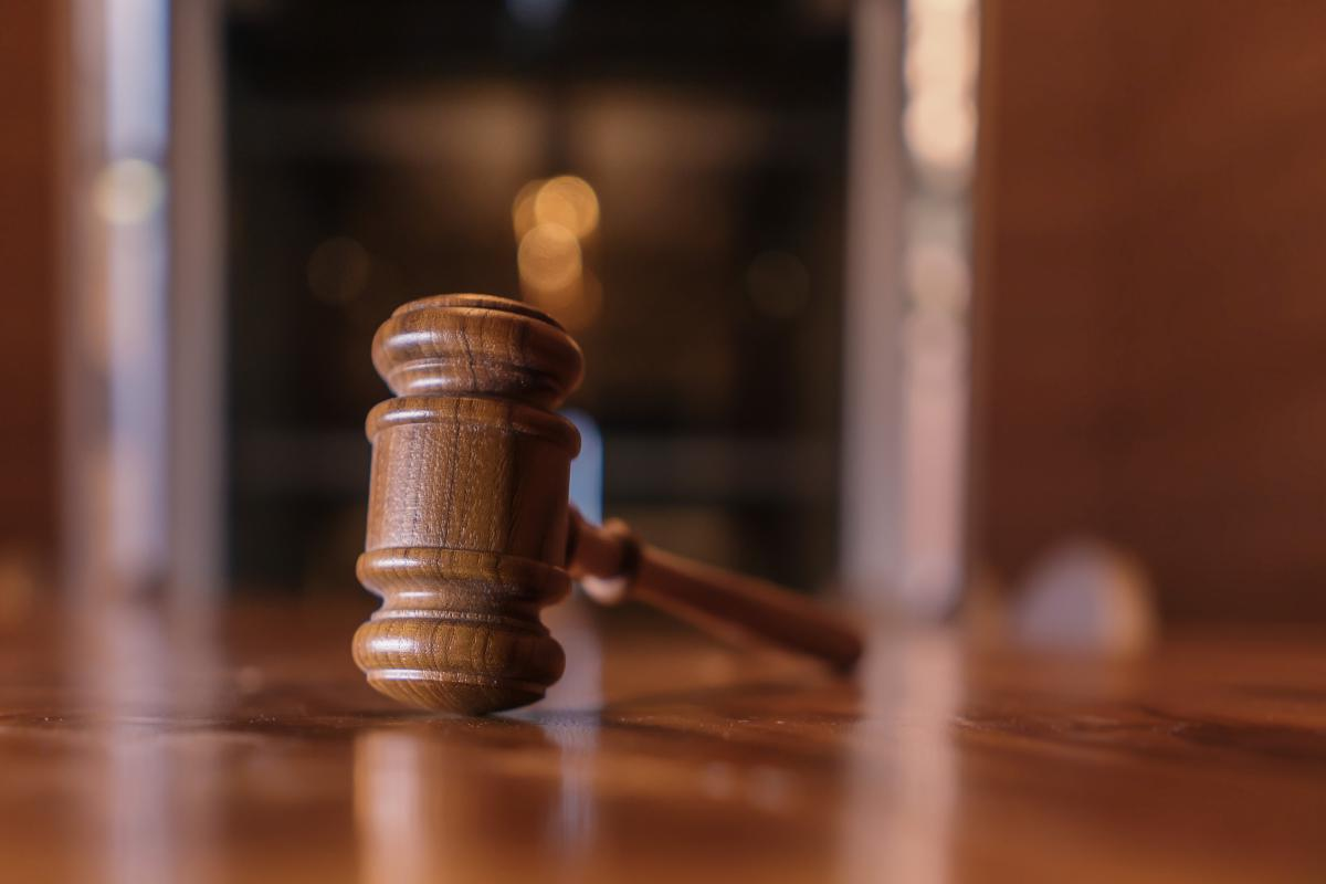 Подмосковный суд не отказал ВИЧ+ женщине в усыновлении ребенка