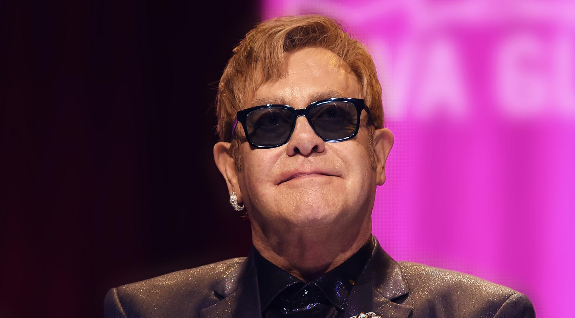 Elton John urged the social network to help end the stigma of HIV/AIDS - slika 1