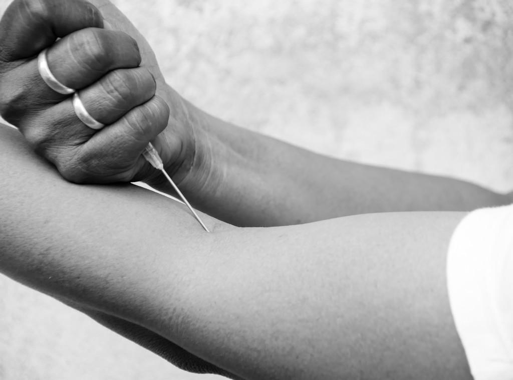 عدوى فيروس نقص المناعة البشرية بين متعاطي المخدرات