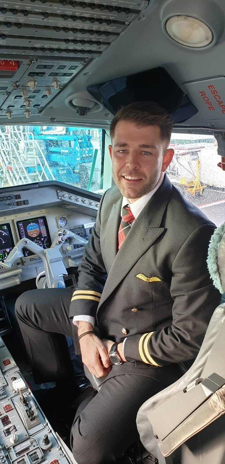 HIV positive airline pilot fights back against HIV stigma - slika 1