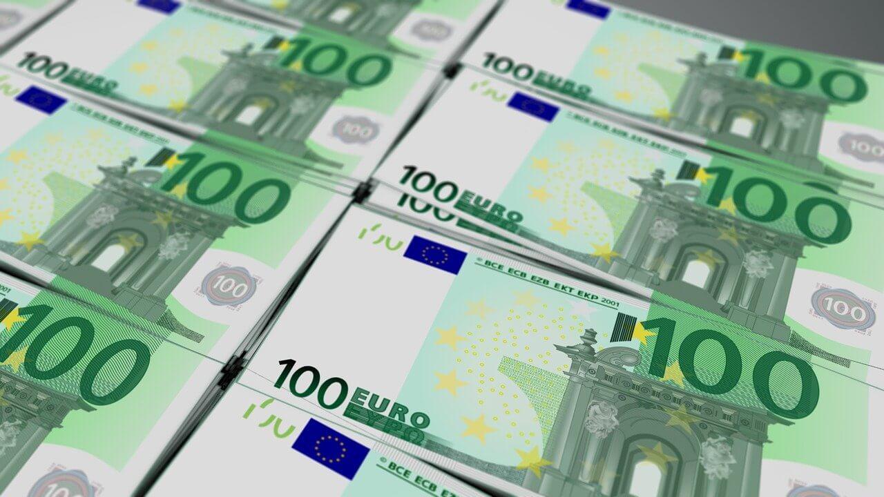 ЕС требует от AstraZeneca миллиарды евро за срыв поставок вакцины от COVID-19 - изображение 1