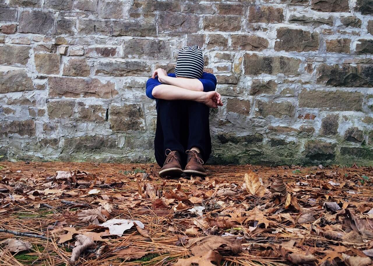 Ученые США: Травмы являются основной причиной отказа от лечения у подростков, живущих с ВИЧ - изображение 1